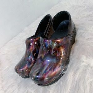 DANKSO | Black and oil slick clogs size 7